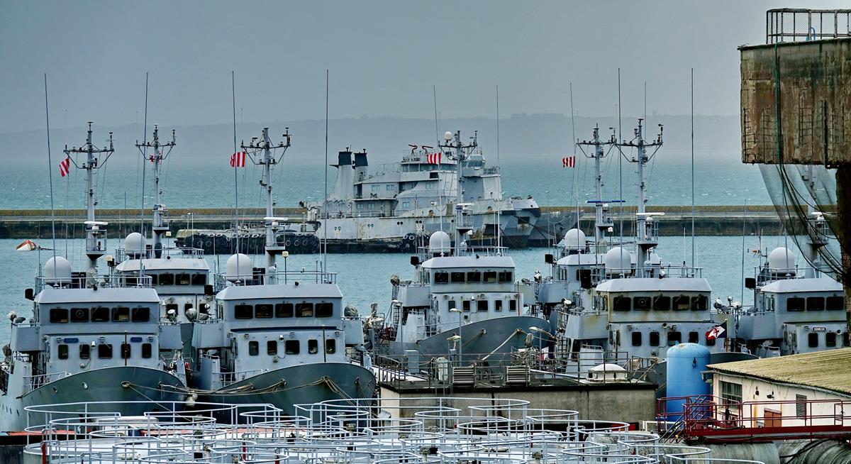 [Les ports militaires de métropole] Port de BREST - TOME 3 - Page 16 Brest_71