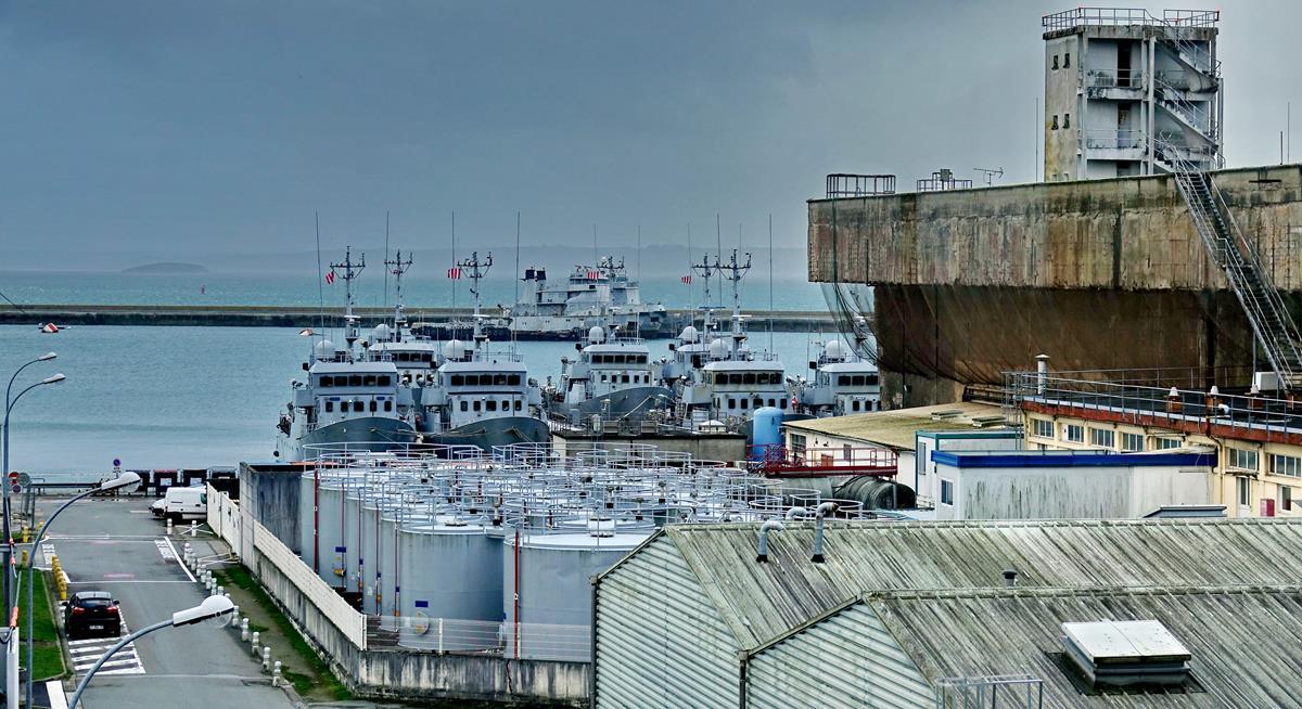 [Les ports militaires de métropole] Port de BREST - TOME 3 - Page 16 Brest_72