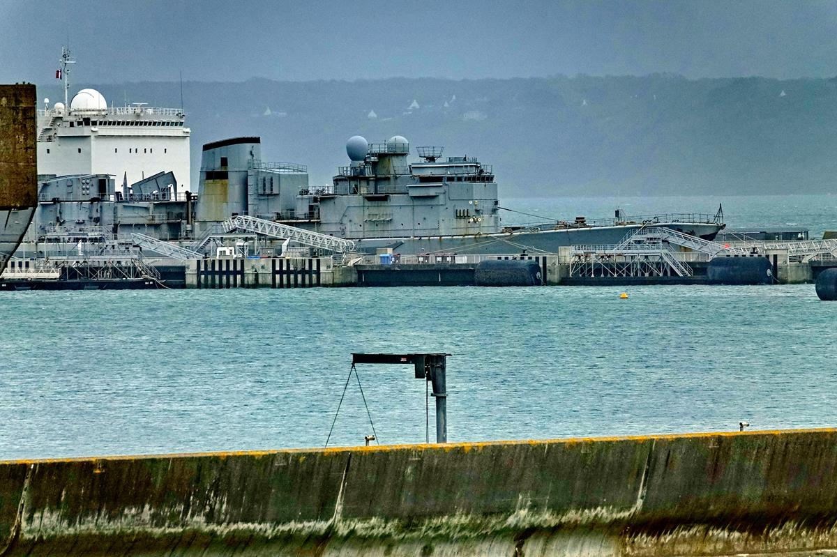 [Les ports militaires de métropole] Port de BREST - TOME 3 - Page 16 Brest_82