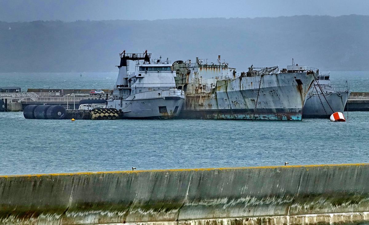 [Les ports militaires de métropole] Port de BREST - TOME 3 - Page 16 Brest_83