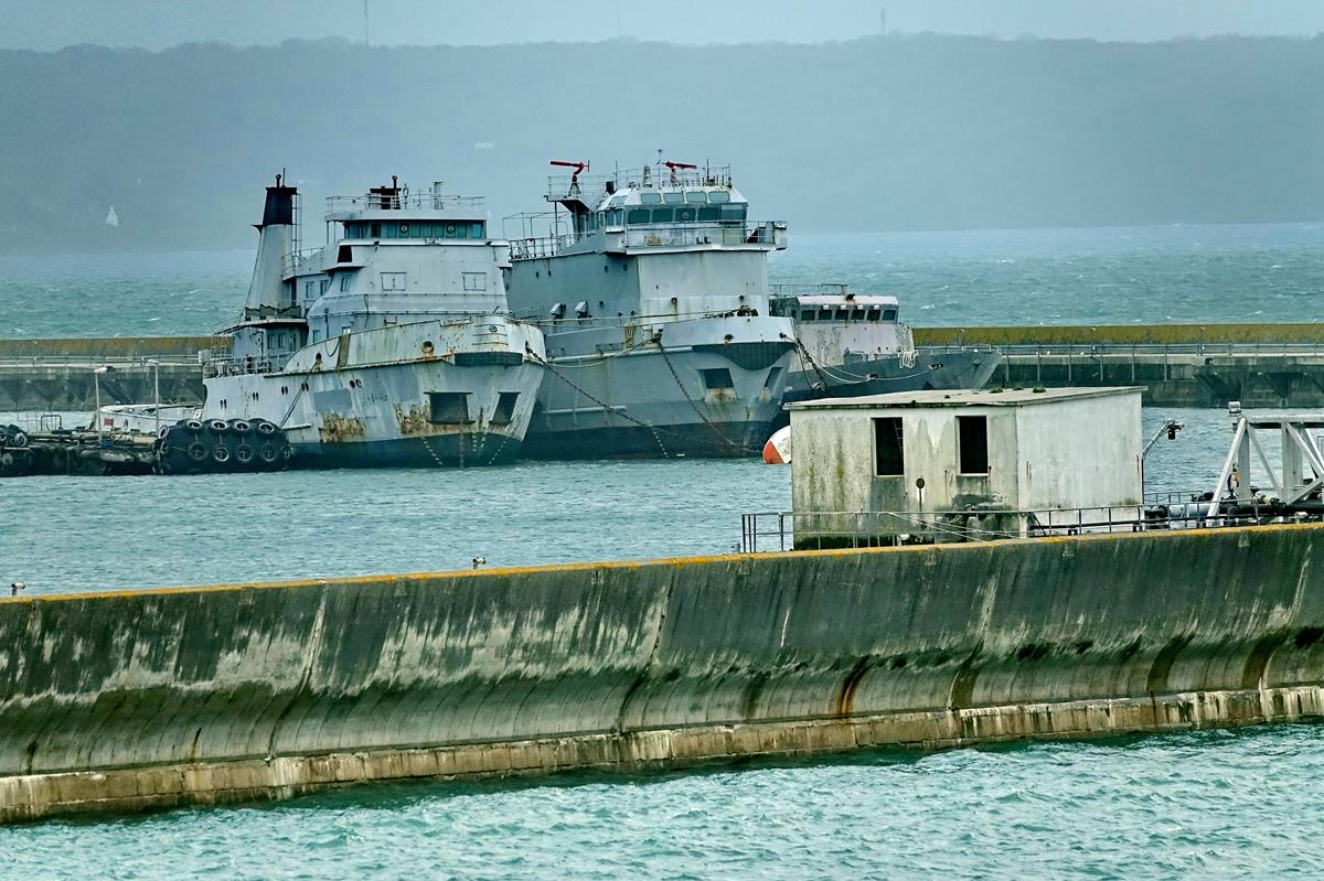[Les ports militaires de métropole] Port de BREST - TOME 3 - Page 16 Brest_84