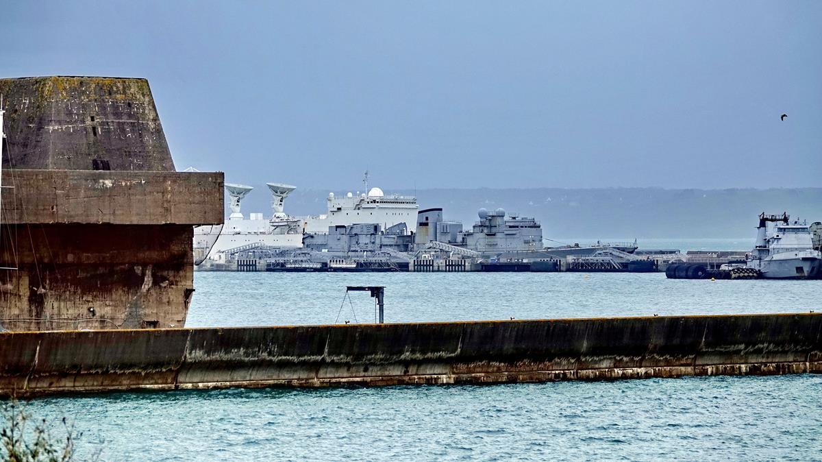 [Les ports militaires de métropole] Port de BREST - TOME 3 - Page 16 Brest_93