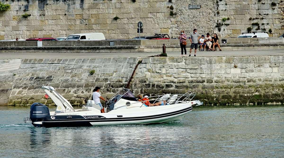 [Vie des Ports ] Port de La Rochelle  - Page 3 Dsc04407