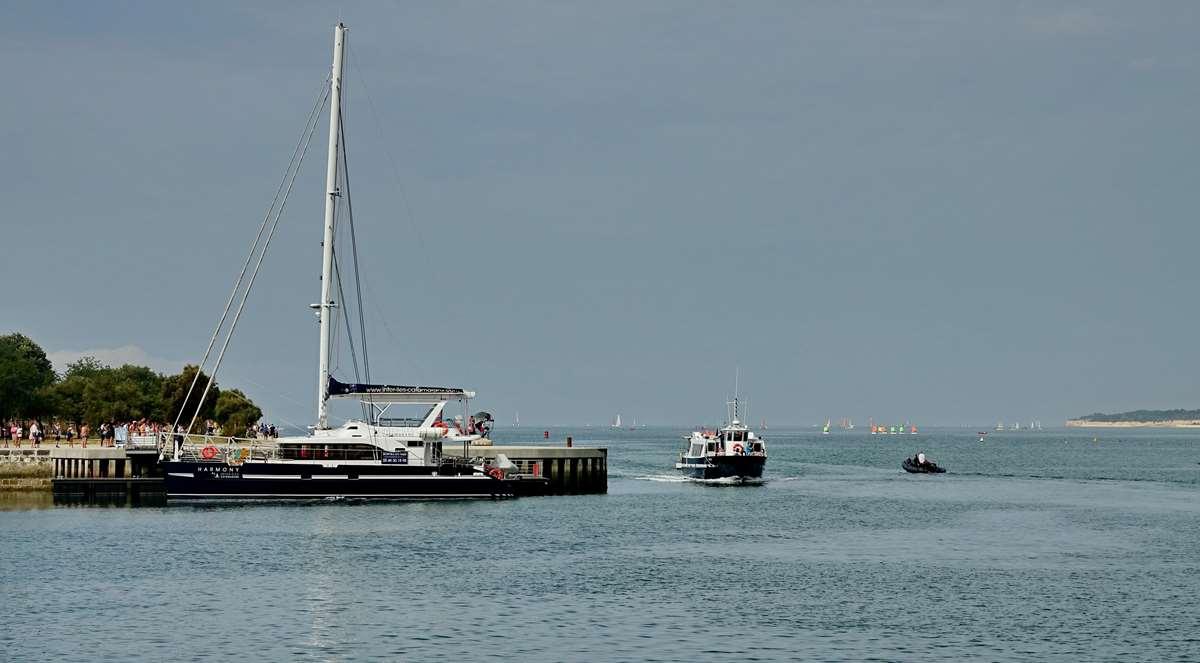 [Vie des Ports ] Port de La Rochelle  - Page 3 Dsc04586