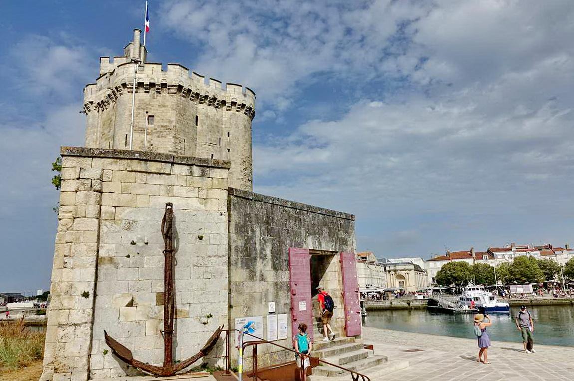 [Vie des Ports ] Port de La Rochelle  - Page 3 Dsc04593