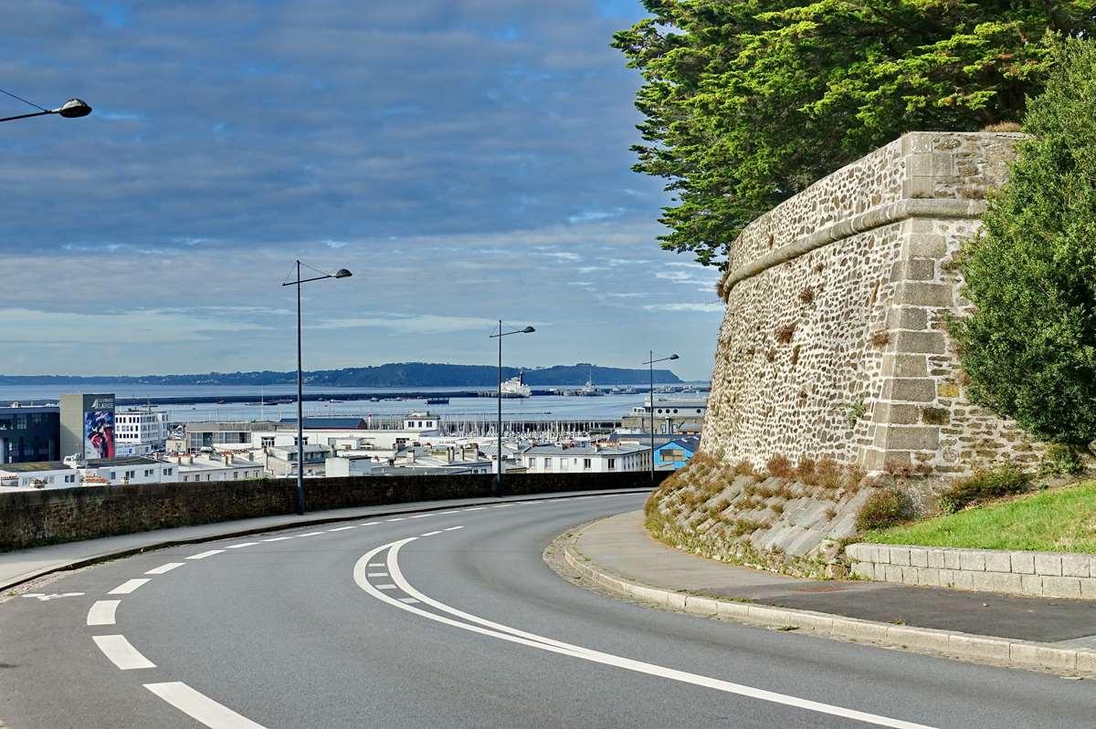 [Vie des ports] BREST Ports et rade - Volume 001 - Page 15 Dsc05018