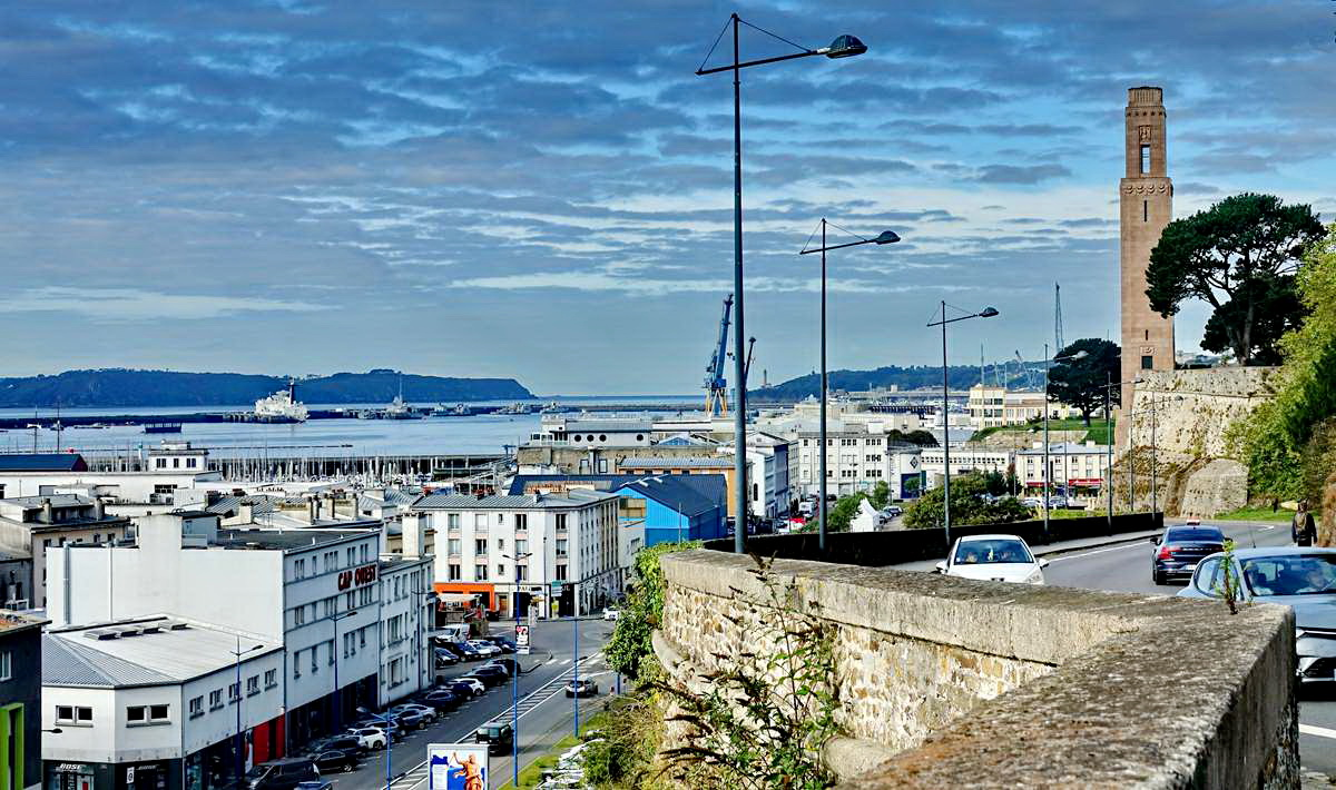 [Vie des ports] BREST Ports et rade - Volume 001 - Page 15 Dsc05074