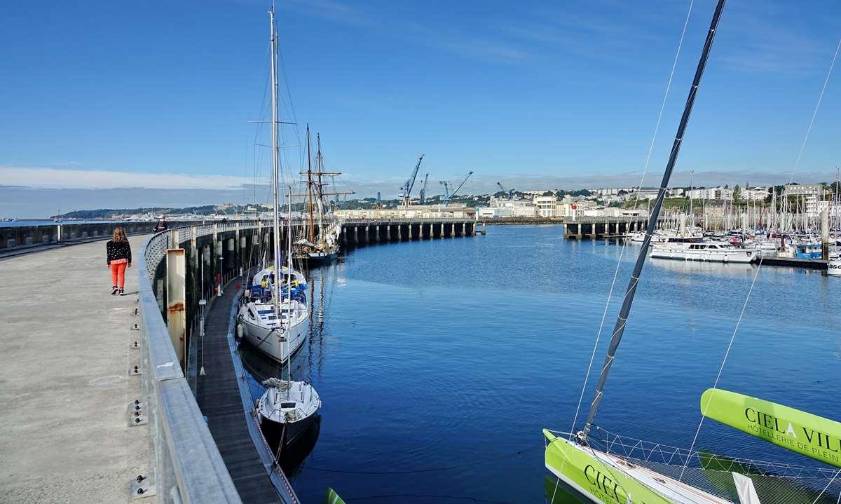 [Vie des ports] BREST Ports et rade - Volume 001 - Page 15 Dsc05270