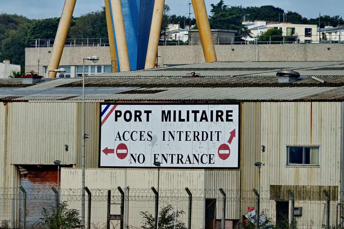 [Les ports militaires de métropole] Port de BREST - TOME 3 - Page 19 Dsc05365