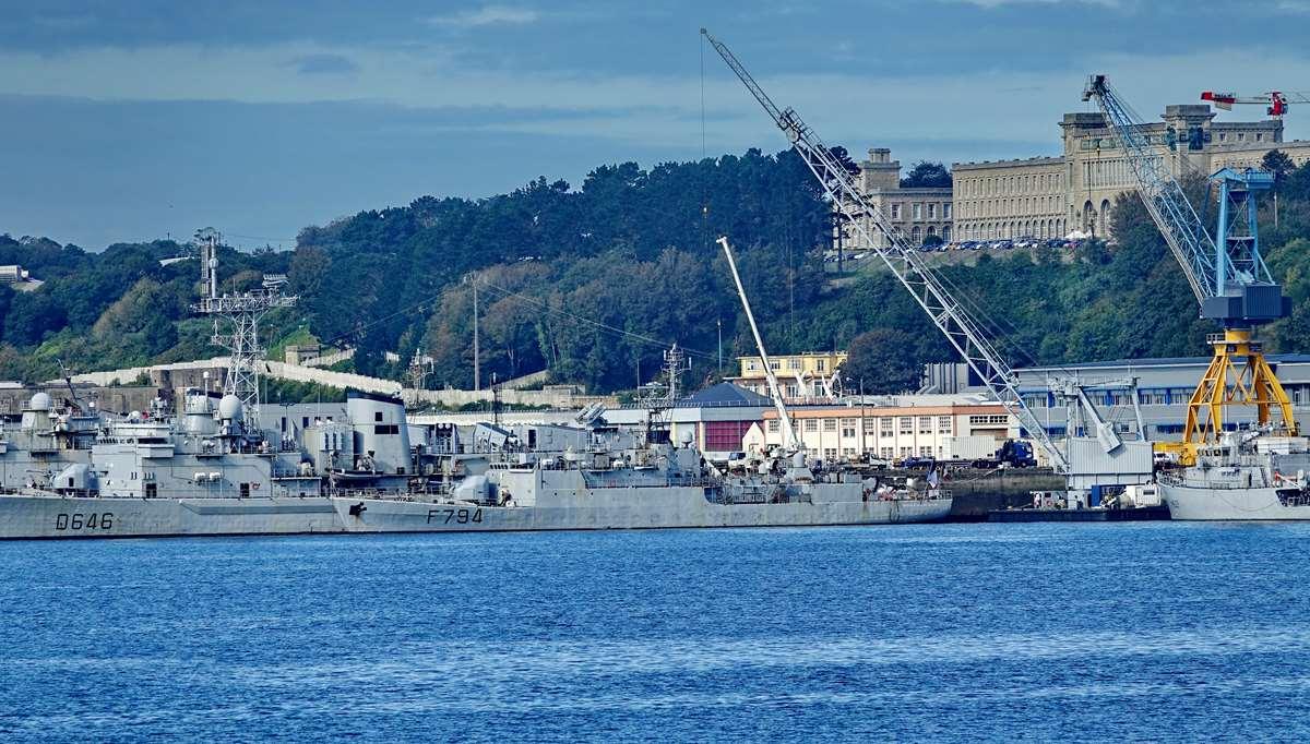 [Les ports militaires de métropole] Port de BREST - TOME 3 - Page 19 Dsc05370