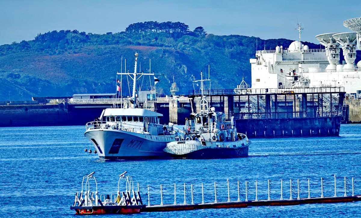 [Les ports militaires de métropole] Port de BREST - TOME 3 - Page 19 Dsc05402