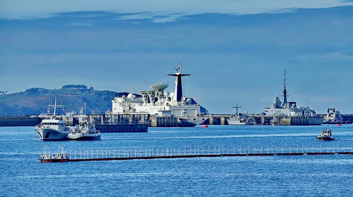 [Les ports militaires de métropole] Port de BREST - TOME 3 - Page 19 Dsc05403