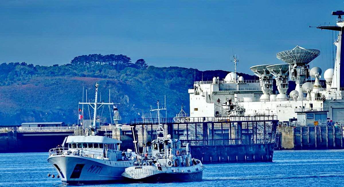 [Les ports militaires de métropole] Port de BREST - TOME 3 - Page 19 Dsc05404