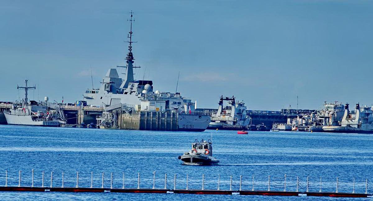 [Les ports militaires de métropole] Port de BREST - TOME 3 - Page 19 Dsc05405