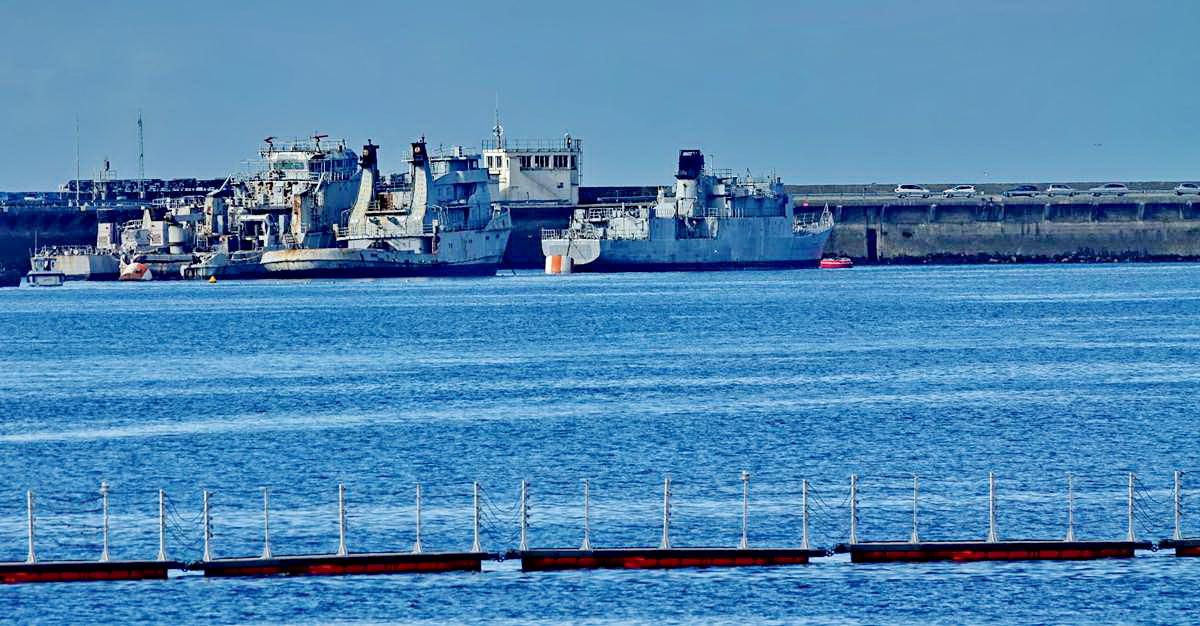[Les ports militaires de métropole] Port de BREST - TOME 3 - Page 19 Dsc05406