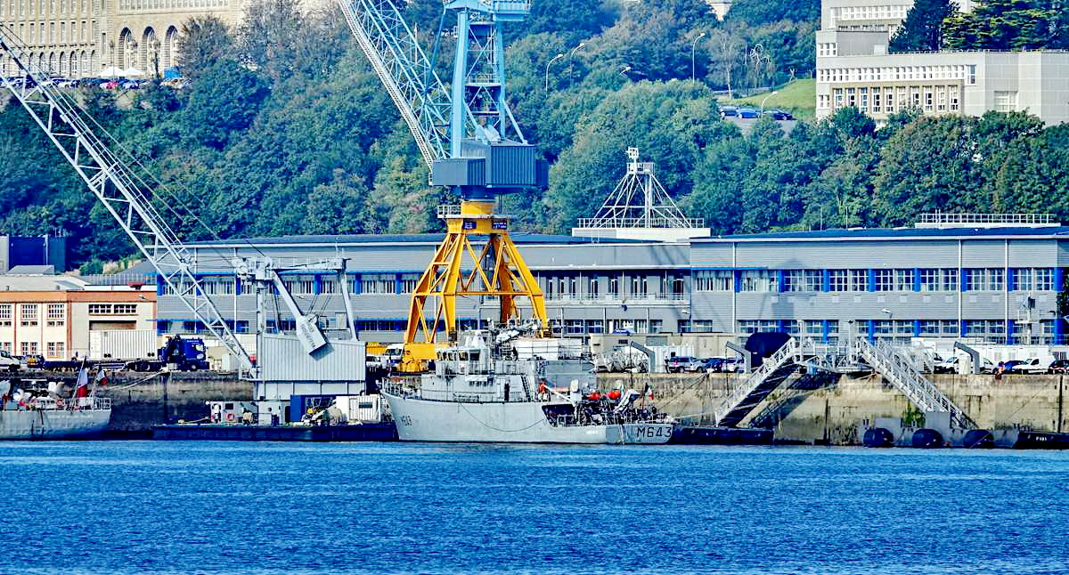 [Les ports militaires de métropole] Port de BREST - TOME 3 - Page 19 Dsc05412