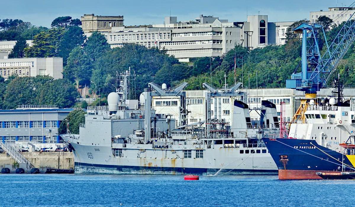 [Les ports militaires de métropole] Port de BREST - TOME 3 - Page 19 Dsc05414