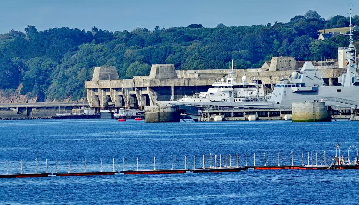 [Les ports militaires de métropole] Port de BREST - TOME 3 - Page 19 Dsc05421