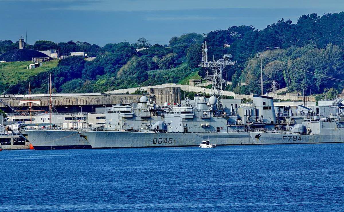[Les ports militaires de métropole] Port de BREST - TOME 3 - Page 19 Dsc05423