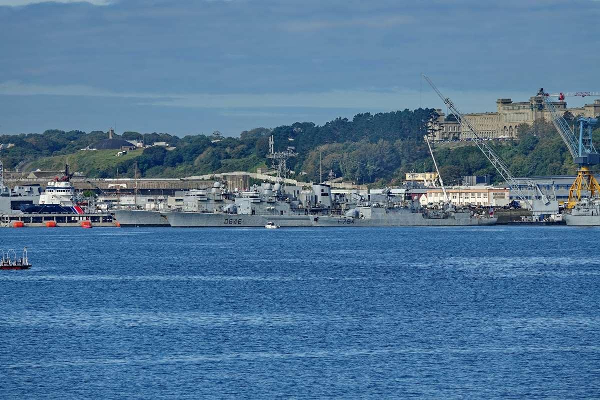 [Les ports militaires de métropole] Port de BREST - TOME 3 - Page 19 Dsc05424