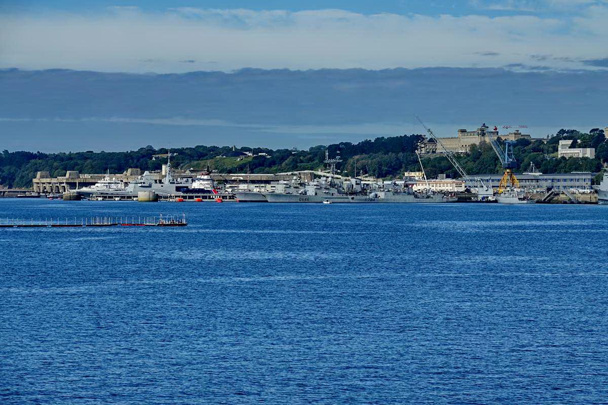 [Les ports militaires de métropole] Port de BREST - TOME 3 - Page 19 Dsc05426