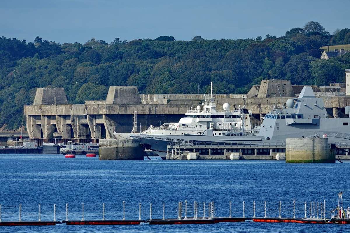[Les ports militaires de métropole] Port de BREST - TOME 3 - Page 19 Dsc05427