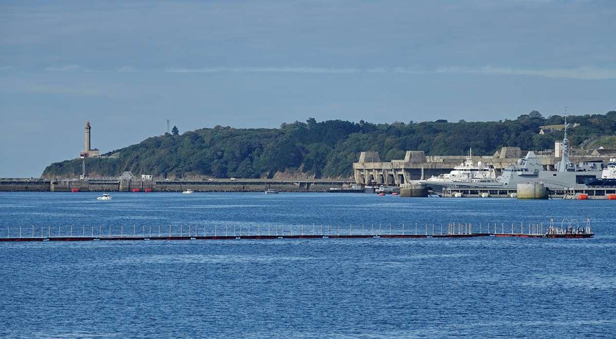 [Les ports militaires de métropole] Port de BREST - TOME 3 - Page 19 Dsc05428