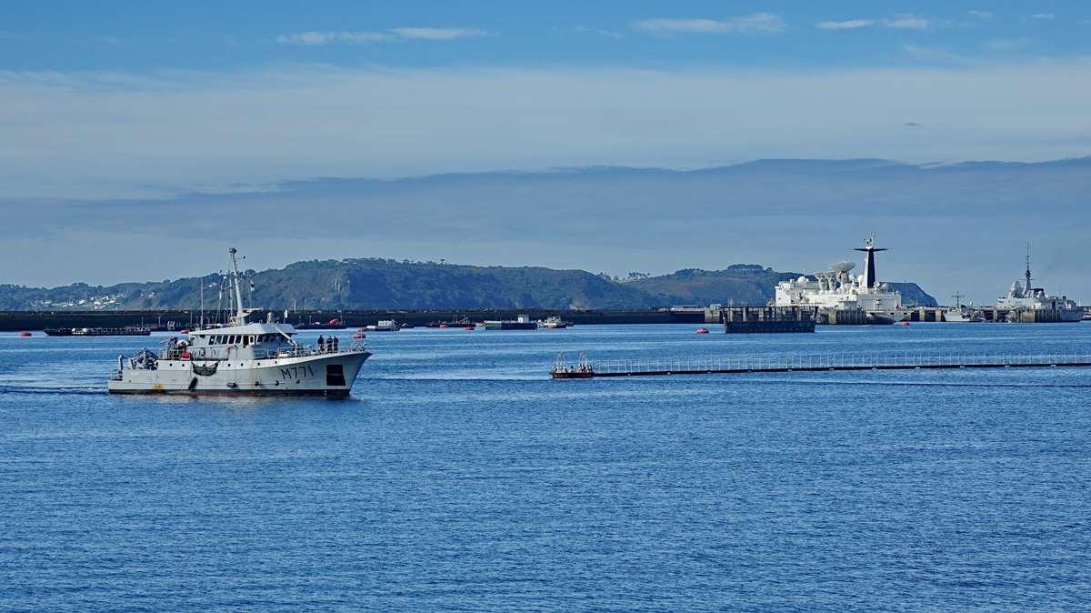 [Les ports militaires de métropole] Port de BREST - TOME 3 - Page 20 Dsc05670