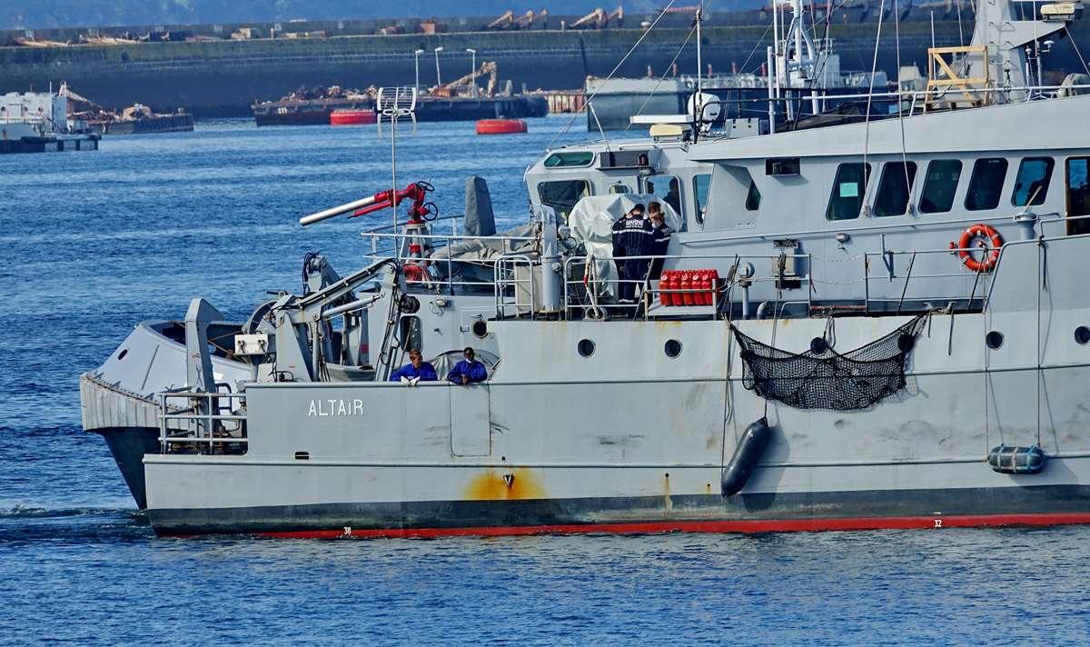[Les ports militaires de métropole] Port de BREST - TOME 3 - Page 20 Dsc05674