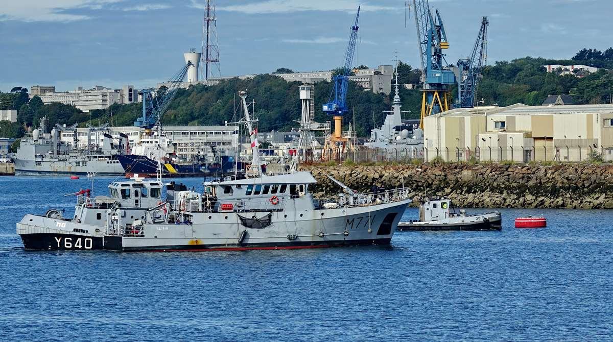 [Les ports militaires de métropole] Port de BREST - TOME 3 - Page 20 Dsc05679