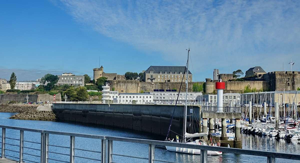 [Les ports militaires de métropole] Port de BREST - TOME 3 - Page 20 Dsc05680