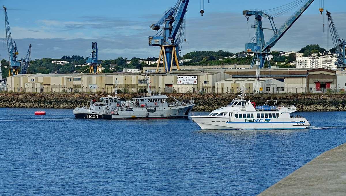 [Les ports militaires de métropole] Port de BREST - TOME 3 - Page 20 Dsc05682