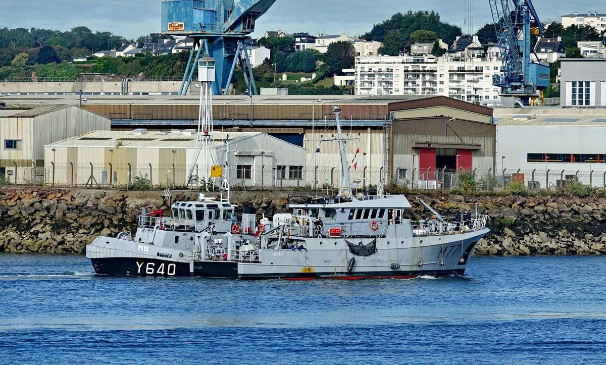 [Les ports militaires de métropole] Port de BREST - TOME 3 - Page 20 Dsc05683