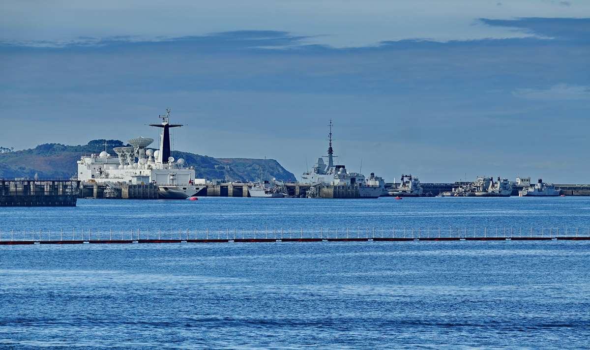 [Les ports militaires de métropole] Port de BREST - TOME 3 - Page 20 Dsc05684