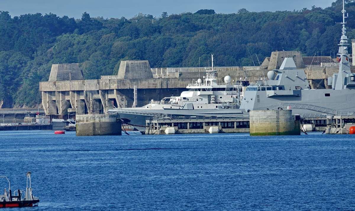 [Les ports militaires de métropole] Port de BREST - TOME 3 - Page 20 Dsc05687