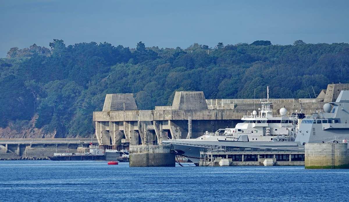 [Les ports militaires de métropole] Port de BREST - TOME 3 - Page 20 Dsc05690