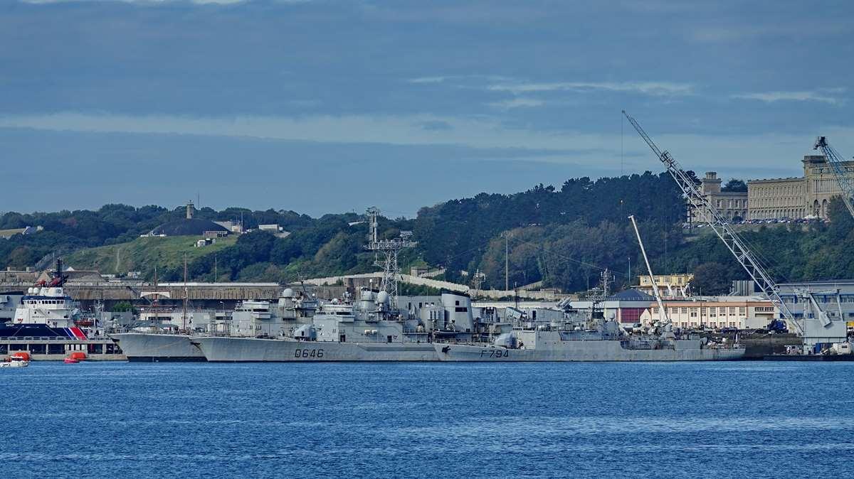 [Les ports militaires de métropole] Port de BREST - TOME 3 - Page 20 Dsc05691
