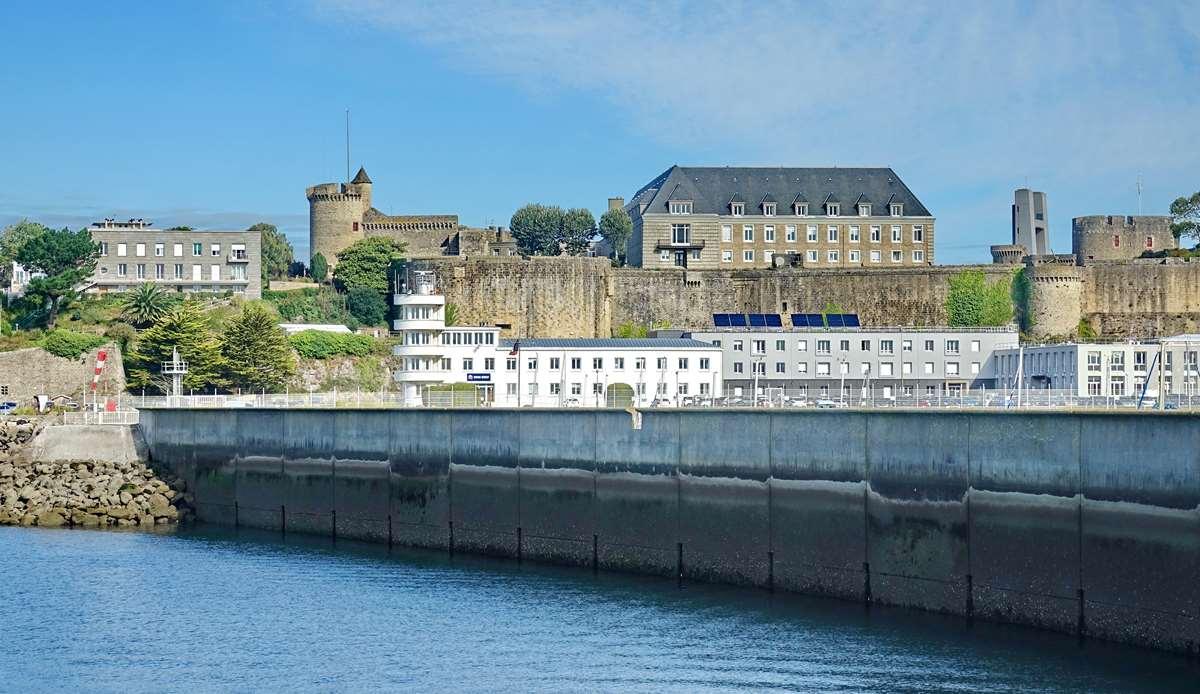[Les ports militaires de métropole] Port de BREST - TOME 3 - Page 20 Dsc05693