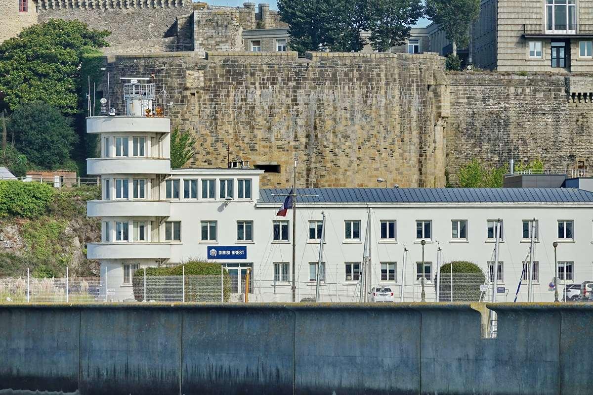 [Les ports militaires de métropole] Port de BREST - TOME 3 - Page 20 Dsc05866