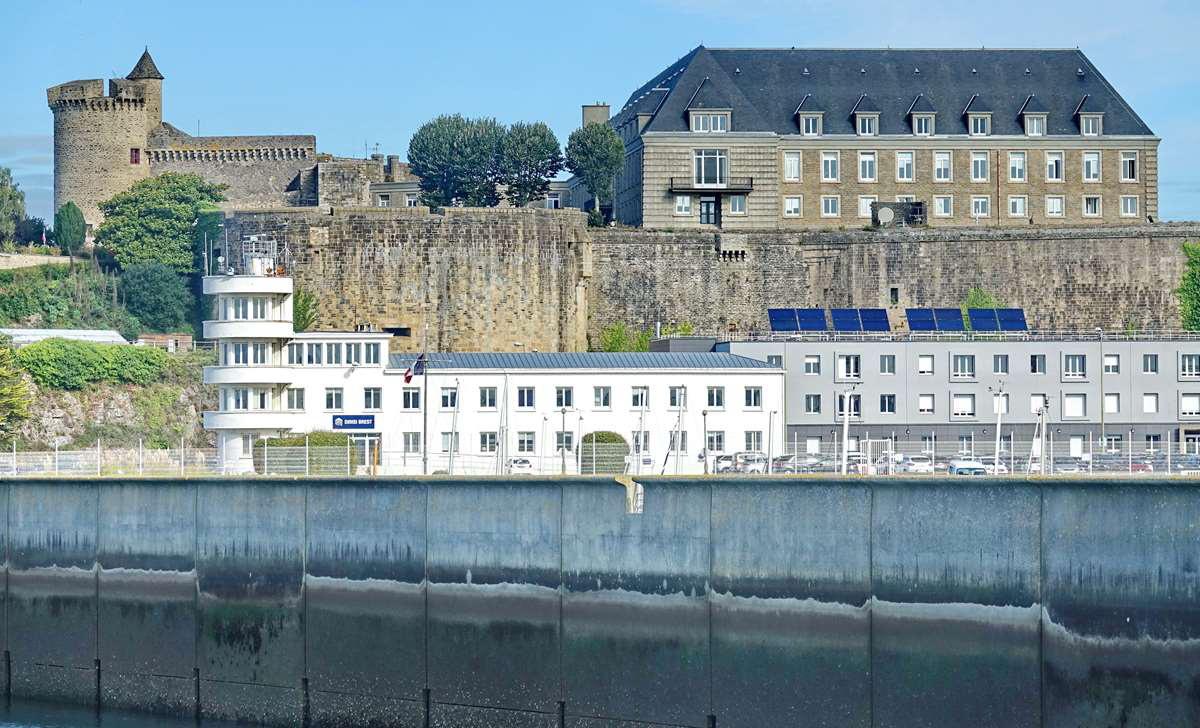 [Les ports militaires de métropole] Port de BREST - TOME 3 - Page 20 Dsc05870