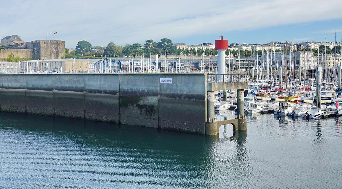 [Les ports militaires de métropole] Port de BREST - TOME 3 - Page 20 Dsc05874