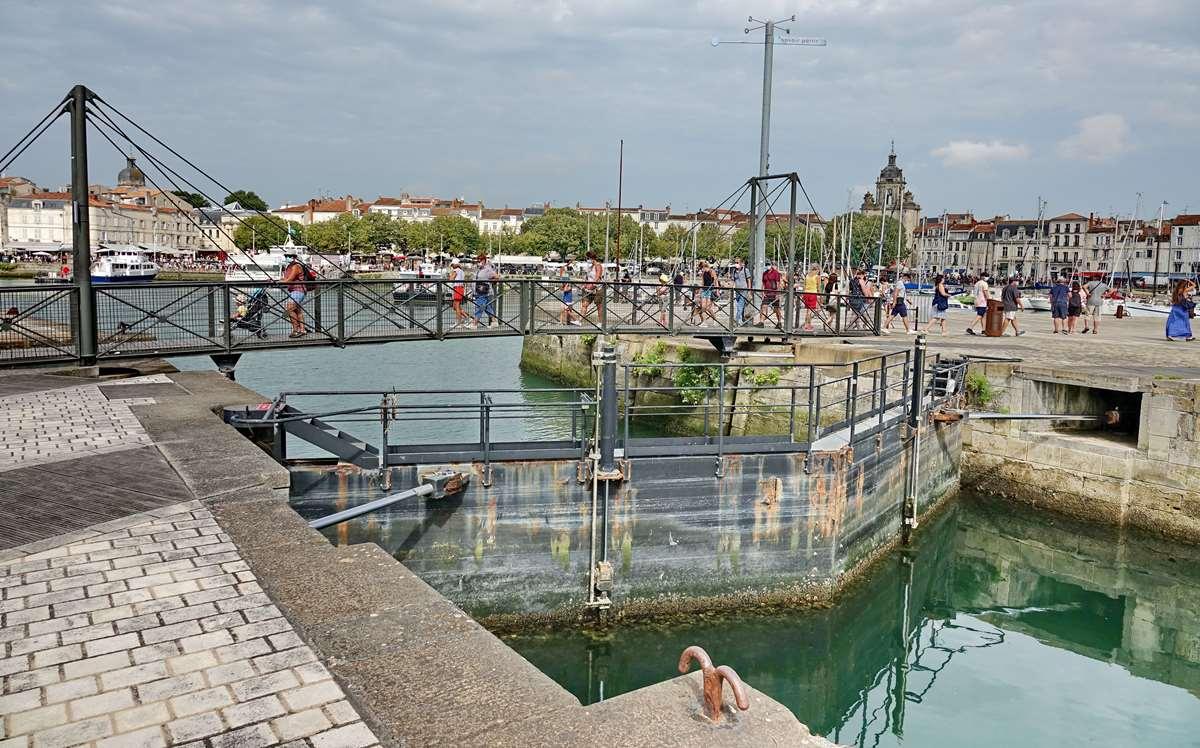 [Vie des Ports ] Port de La Rochelle  - Page 3 Dsc06031