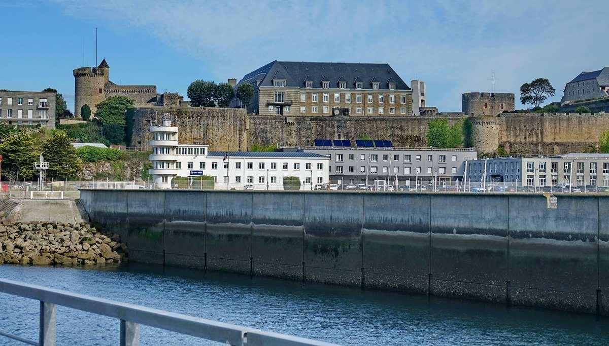 [Les ports militaires de métropole] Port de BREST - TOME 3 - Page 20 Dsc06109