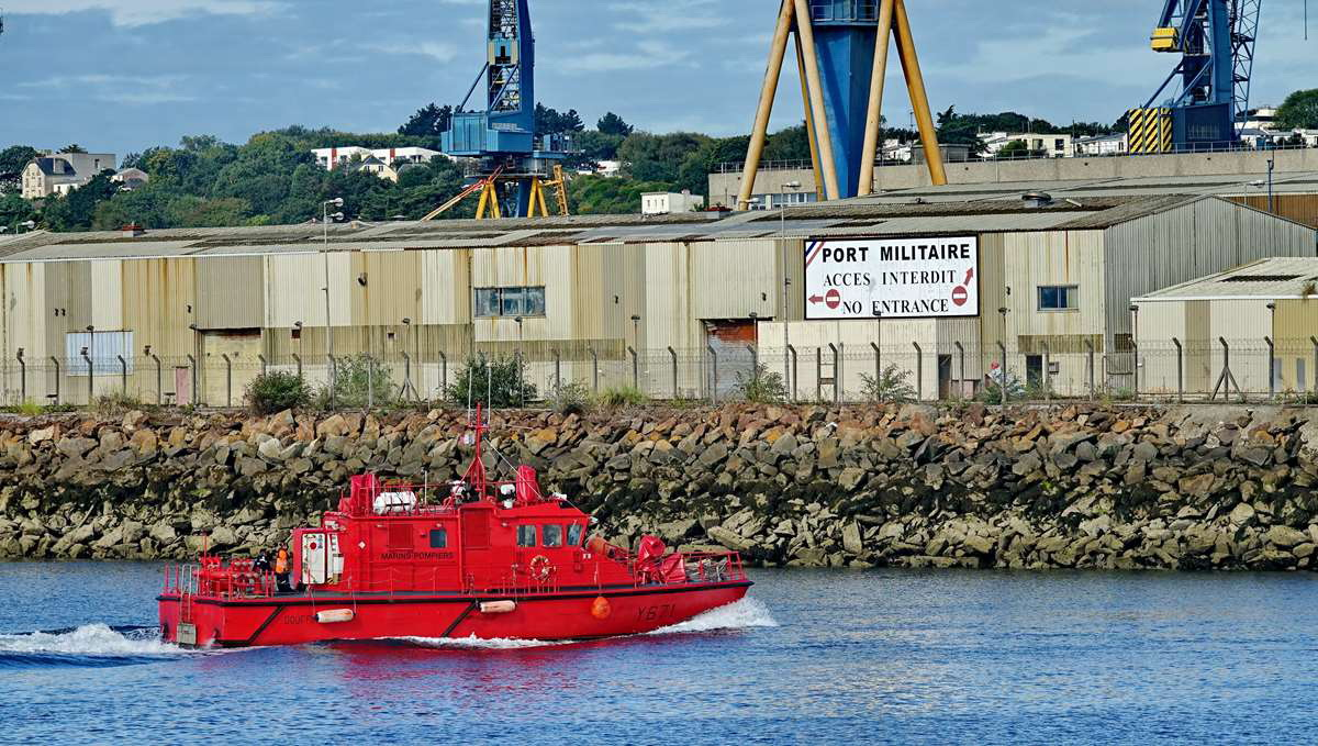 [Les ports militaires de métropole] Port de BREST - TOME 3 - Page 20 Dsc06132