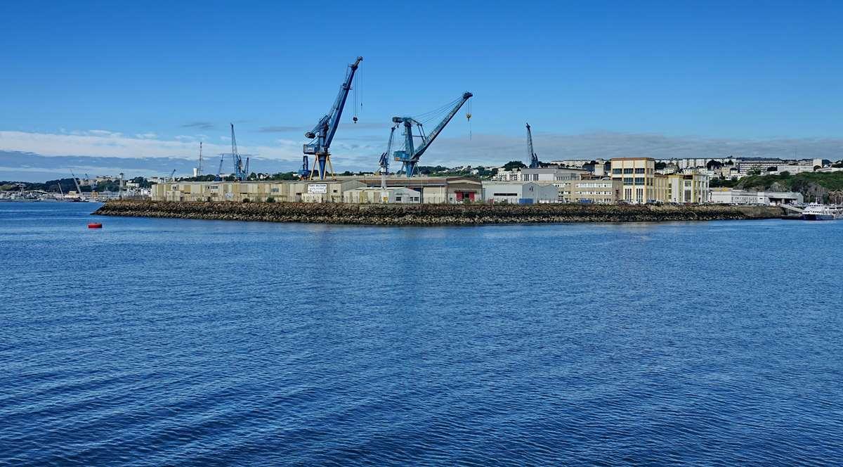 [Les ports militaires de métropole] Port de BREST - TOME 3 - Page 20 Dsc06145