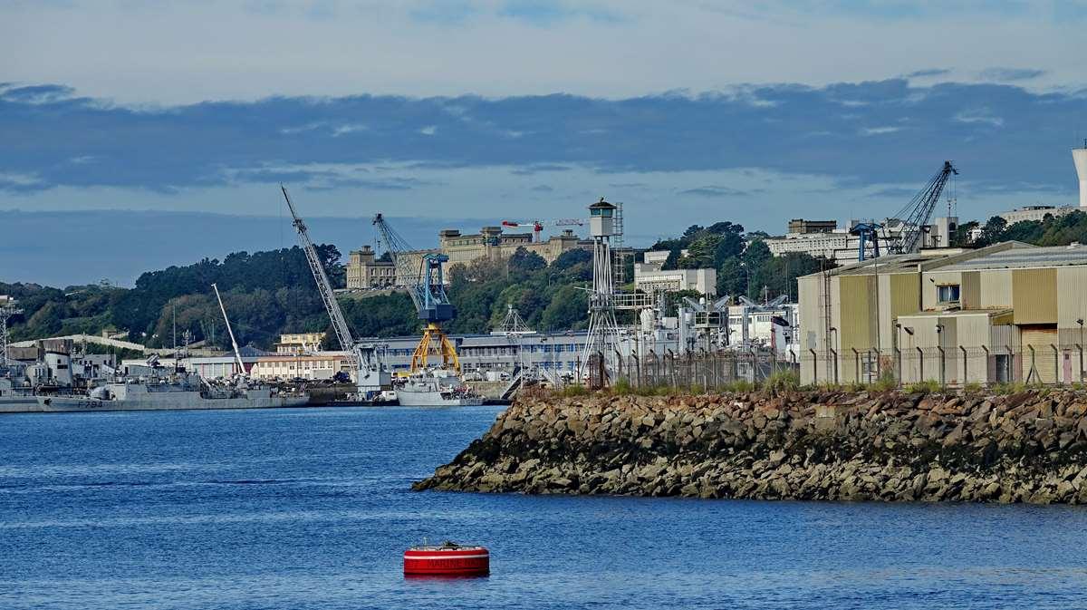 [Les ports militaires de métropole] Port de BREST - TOME 3 - Page 20 Dsc06146