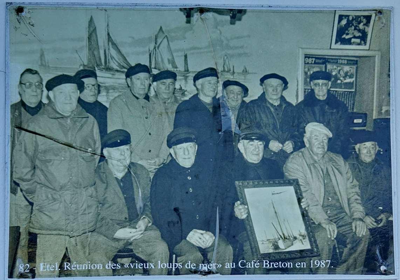 [Vie des ports] Etel d'aujourd'hui et son histoire de la pêche au thon - Page 2 Dsc06331