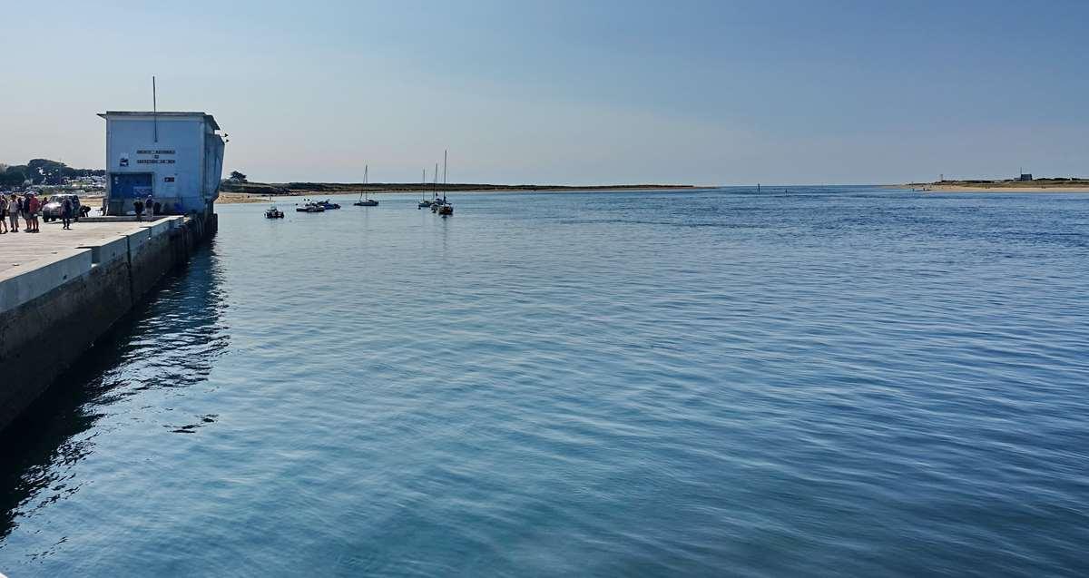 [Vie des ports] Etel d'aujourd'hui et son histoire de la pêche au thon - Page 2 Dsc06378