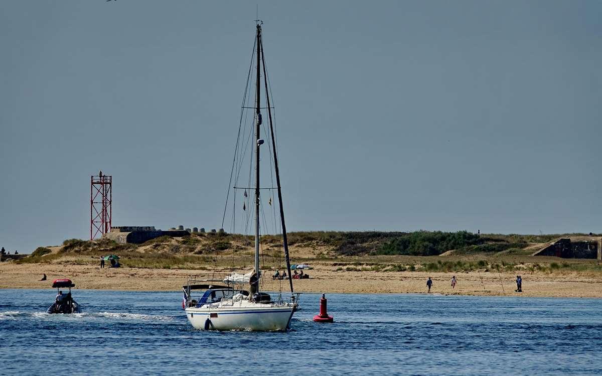 [Vie des ports] Etel d'aujourd'hui et son histoire de la pêche au thon - Page 2 Dsc06457
