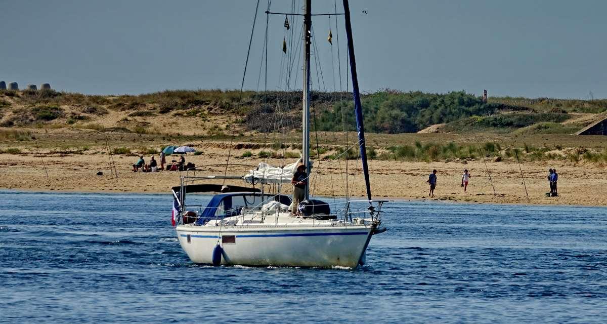 [Vie des ports] Etel d'aujourd'hui et son histoire de la pêche au thon - Page 2 Dsc06458
